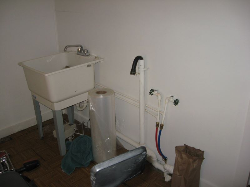Laundry Room, Wash Sink And Washer Hookup On North Wall. Dryer Hookup (not  Shown) Is On The South Wall, And For A Natural Gas Dryer.
